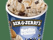 Netflix & Chilll'd™ 465ml Lody o smaku masła orzechowego ze słodko-słonymi kręciołkami preclowymi i fudge brownie