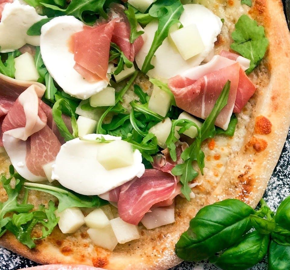 Zamów dwie pizze, a na drugą, tańszą otrzymasz 50% rabatu!