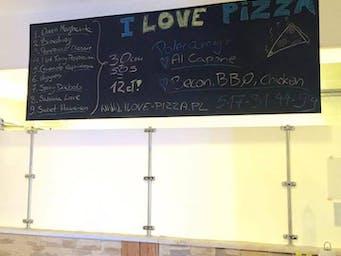 W lokalu pizza 30cm nr 1.-9. + sos = 15zł