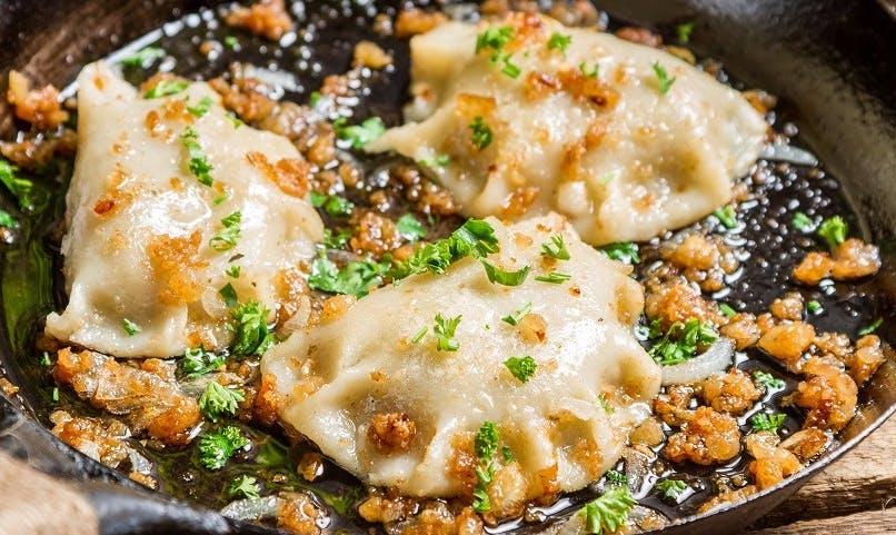 Zastanawiasz się nad zamówieniem jedzenia z dowozem w Piekarach właśnie z naszej restauracji? Gwarantujemy Ci świeżość i niepowtarzalny smak wszystkich naszych dań. Sprawdź menu i zamów online!