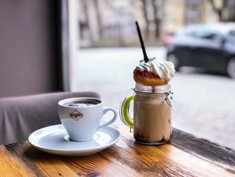 Zestaw mały Donut Shake + kawa