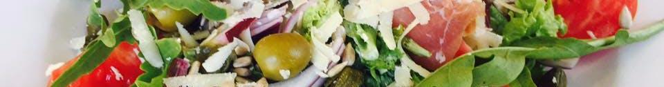 SAŁATKI każda sałatka jest serwowana z oliwkowo ziołowym paluchem chlebowym