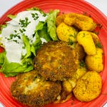 1. Kotleciki jajeczno pieczarkowe z mozzarellą podawane z talarkami z ziemniaka oraz sałata masłowa z śmietaną