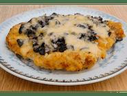 Złota Chochla (schabowy z majonezem, pieczarkami z cebulka i żółtym serem)