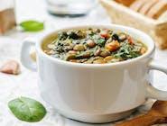 Duszona zielona soczewica z warzywami i imbirem