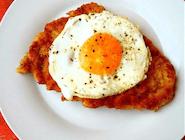 Wiedeński (filet z kurczaka z jajkiem sadzonym na wierzchu)