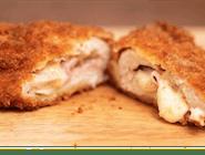 Cordon bleu (zawinięta pierś kurczaka z szynką i serem żółtym w środku)
