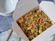 Smażony ryż z kurczakiem i warzywami ,700 gr.