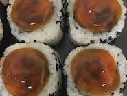 uramaki z łososiem teriyaki