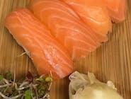 nigiri z łososiem
