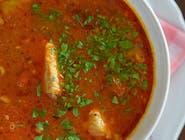 Węgierska zupa gulaszowa z pieczywem