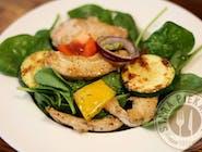 Sałatka grillowana ze szpinakiem i piersią kurczaka lub serem pleśniowym