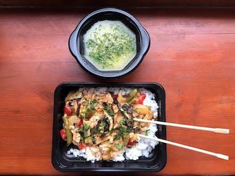 Kurczak z ryżem po chińsku