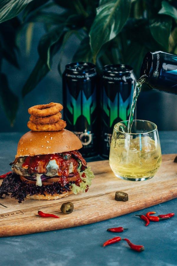 Predator Burger + 4 x Predator Shot 0,5l gratis!