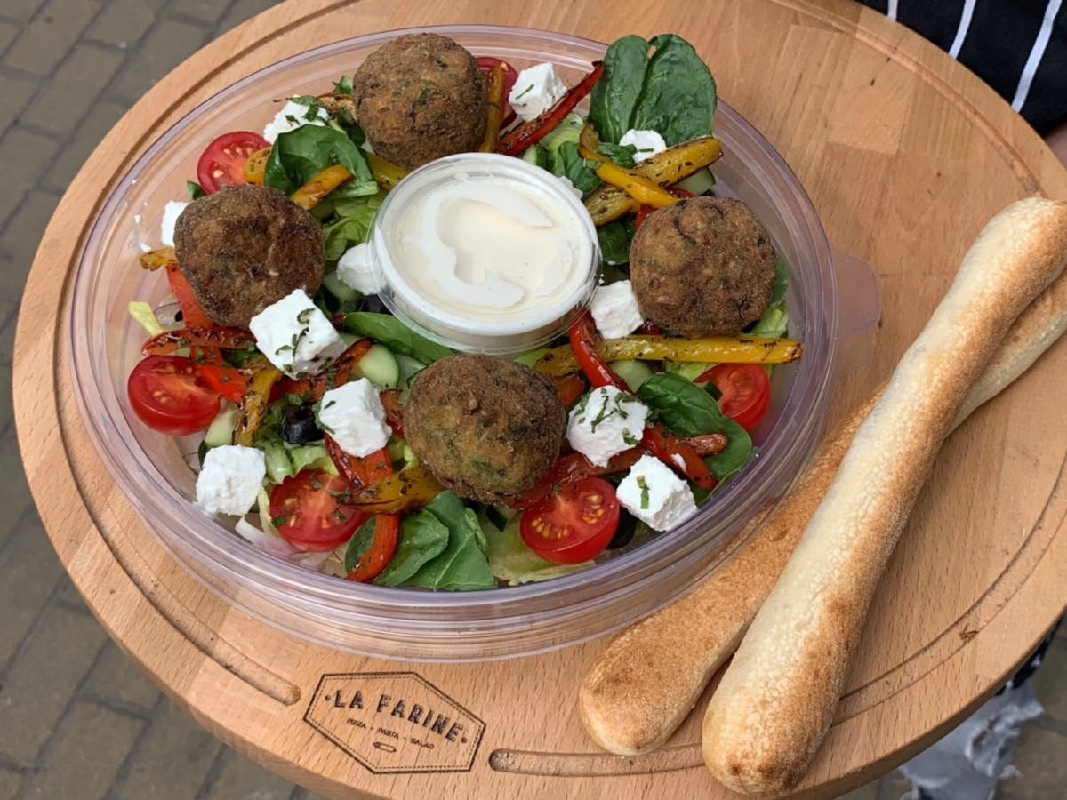 Sałatka Grecka z falaflem