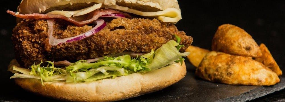 Dla lubiących szybkie jedzenie w zdrowym wydaniu również doskonały kebab drobiowy, sałatki, hamburgery, kapsalon.