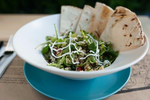 Salata quinoa