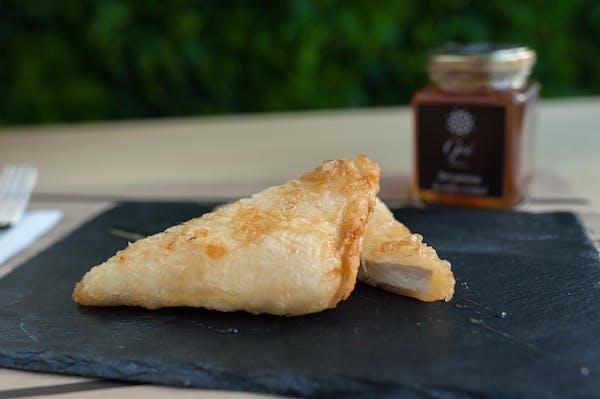 Branză Feta în foietaj cu miere si susan copt