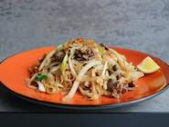 Smażony makaron ryżowy Pho