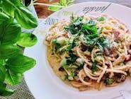 S11 Spaghetti z grillowanym kurczakiem w sosie śmietanowym