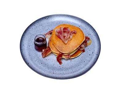 <b>Pancake z szynką i syropem klonowym</b>