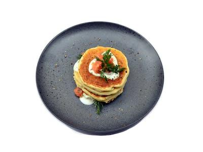 <b>Pancake z wędzonym łososiem</b>