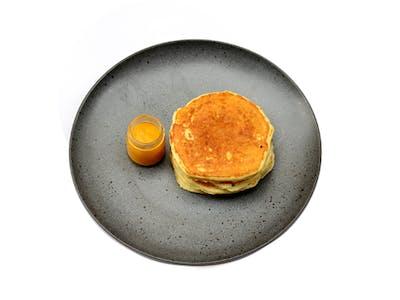<b>Pancake z sosem owocowym</b>