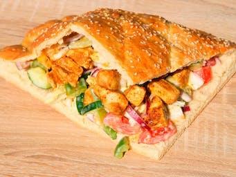 domowy kebab z kurczakiem w bułce