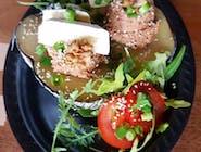 Pyra z pieca z pesto pomidorowym i serem Camembert