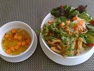 Bún gà - Sałatka z kurczakiem