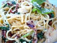 Spaghetti z kurczakiem , suszonymi pomidorami i świezym szpinakiem