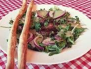 Sałatka z szarpaną wołowiną i gruszką