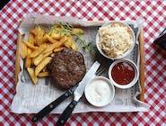 Burger na talerzu ( mielona wołowina ), coleslaw lub mix sałat, frytki belgijskie i sosy