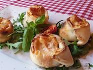 Bułeczki na ostro z salami i serem