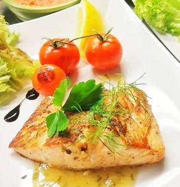 9. Grillowany stek z łososia