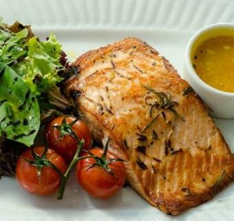 8. Grillowany stek z tuńczyka