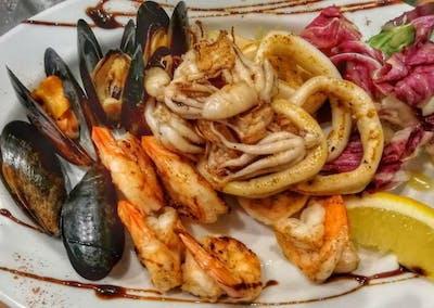 10. Mix grillowanych owoców morza