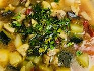 Zupa warzywna z kurczakiem i kaszą