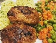 Karminadle, puree ziemniaczane, marchewka z groszkiem