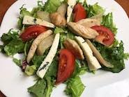 Sałatka z gruszką, serem pleśniowym i kurczakiem