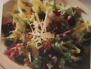Sałatka z buraków i gruszek z parmezanem