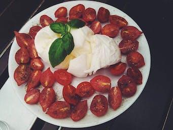 Mozzarella Bufala con Olio EV d'Oliva e pomodorini