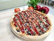 Zapiekanka Radomska -sos pomidorowy, farsz pieczarkowy z cebulką, ser mozzarella, ketchup.