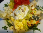 Salată cu 5 feluri de brânză