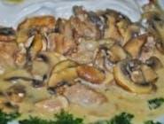 Ciulama de pui cu ciuperci și mămăliguță
