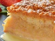 Szarlotka na ciepło z sosem karmelowym i gałką loda