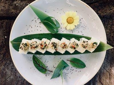 California White - krewetki z patelni owijane opieczoną rybą maślaną z kolendrą, chili i czosnkiem ( do wyboru 4 lub 8 szt.)