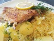 danie dnia ryba MIRUNA smażona w panierce,frytki,surówka z kiszonej kapusty