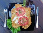 Kotlet drobiowy z mozzarellą i pomidorami