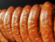 Kiełbasa swojska wędzona grubo mielona z udźca indyka z boczkiem, majeranką i czosnkiem naturalnym robiona tradycyjną recepturą